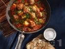 Рецепта Класически кюфтета по чирпански с телешка и свинска кайма (картофена яхния с кюфтета и доматен сос)